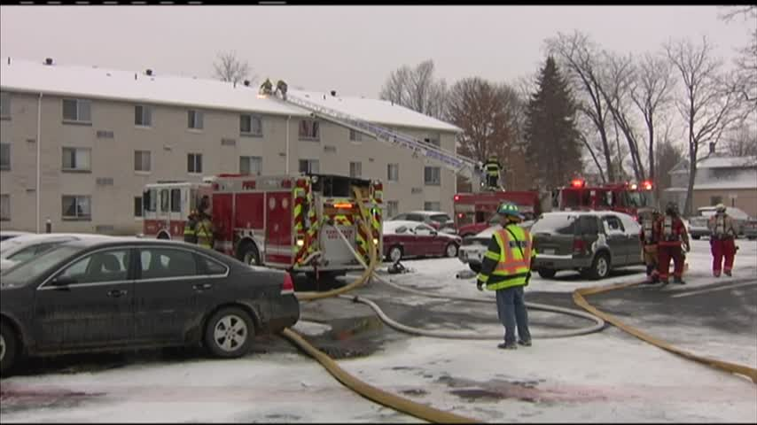 Albion apartment fire displaces more than 60 people_17751614
