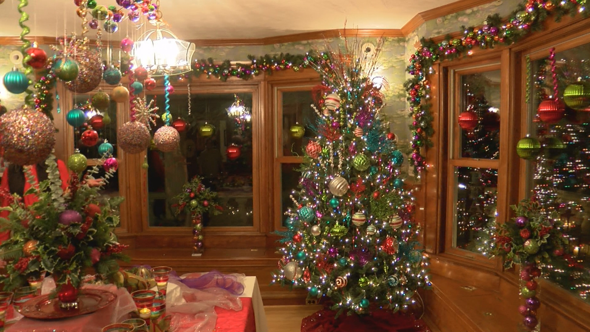 HOLIDAY HOUSE TOURS VO_frame_15_1510971415602.jpg