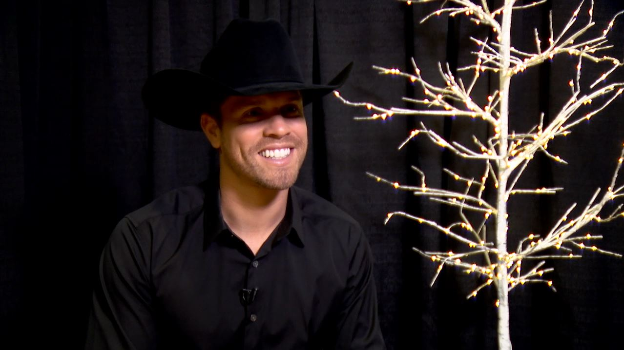 Dustin Lynch_1541708544562.JPG-873703986.jpg
