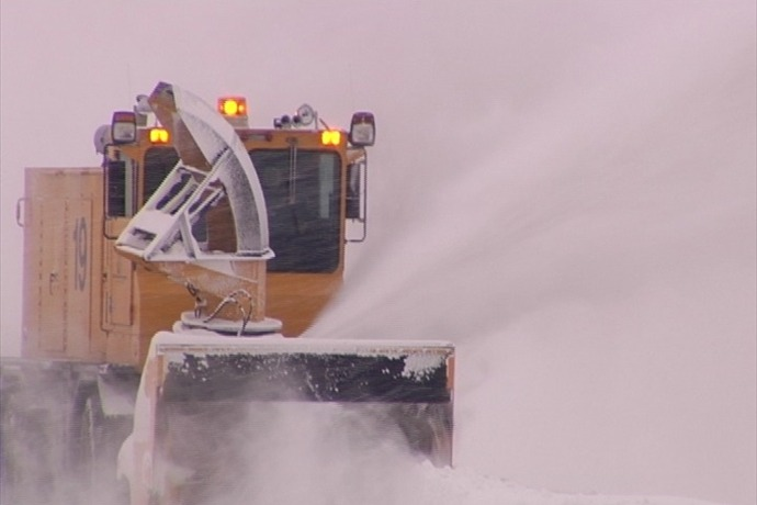 Airport snow plows 12_16_13_3441627016428670090