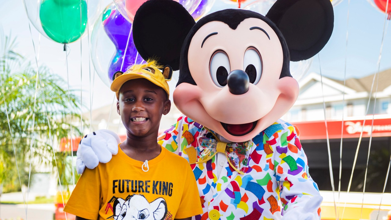 7-year-old surprised with VIP vacation to Walt Disney ...